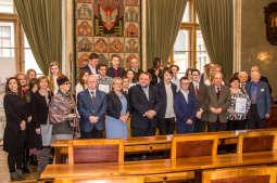 W Krakowie młodzi trzymają sztamę z seniorami