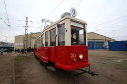 Historyczny tramwaj Ring wyjechał na ulice Krakowa