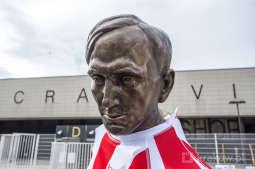 Odsłonięto pomnik legendy Cracovii i polskiego futbolu