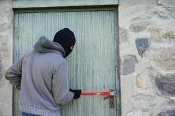 Jak zabezpieczyć mieszkanie przed złodziejem?