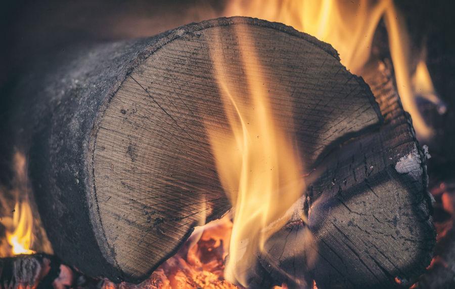 W Krakowie obowiązuje zakaz palenia węglem i drewnem