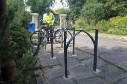 Stojaki rowerowe ze starych pieców posłużą studentom i turystom