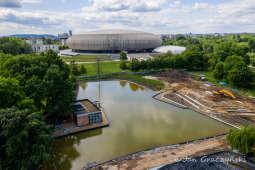 Wielki zbiornik na deszczówkę powstaje w parku Lotników Polskich