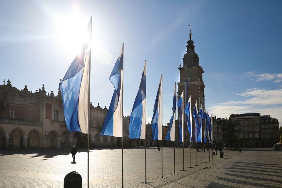 Biało-niebieski Kraków z okazji Święta Miasta