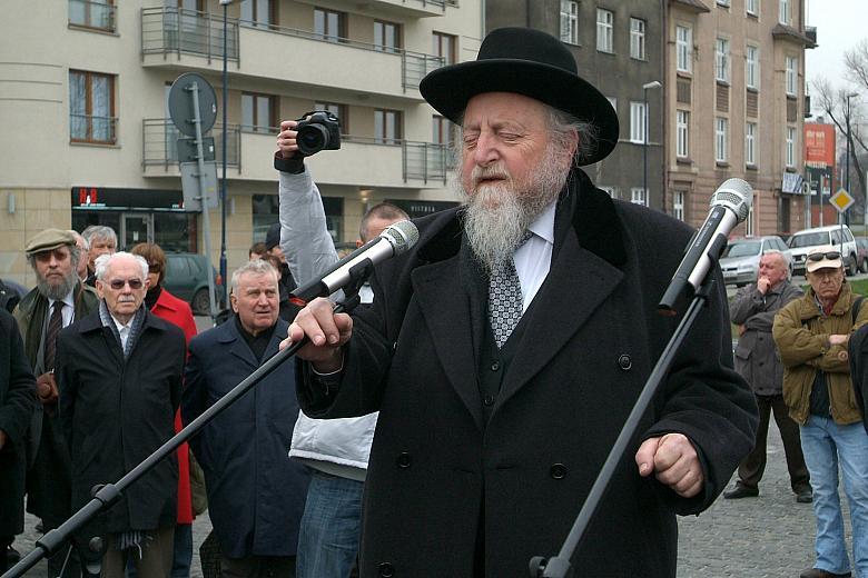 Głos zabrał rabin naczelny Galicji Edgar Glück.