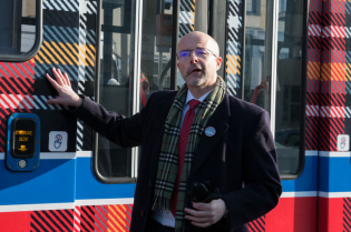 UK Ambassador to Poland drives the tartan tram