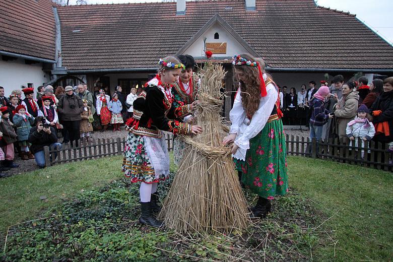 święto Osadzania Chochoła Tradycyjnie Organizowane Jest W Rocznicę