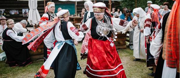 Staroobrzędowcy i lud Seto w Estonii - tradycyjny taniec